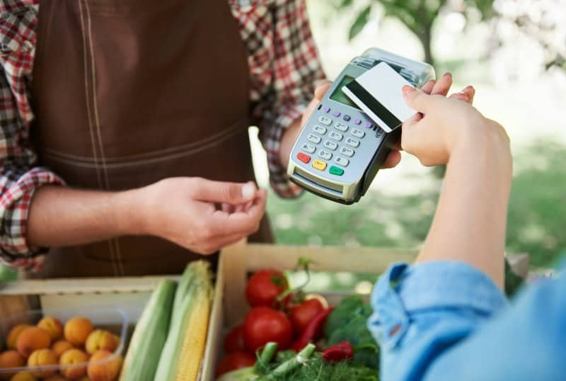 farmers market pay by card